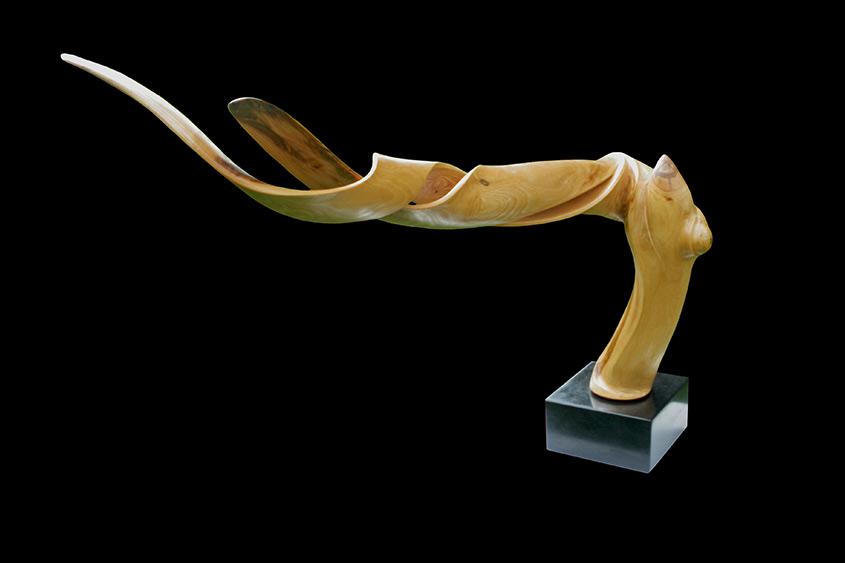 Twisted, 2014, Eschenholz/Granitsockel,Höhe/Länge ca. 40cm X 70cm