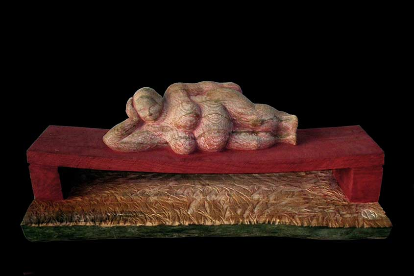 Big Mama, 2009, Eschenholz/Acrylfarbe, Länge/Höhe ca. 80cm X 30cm