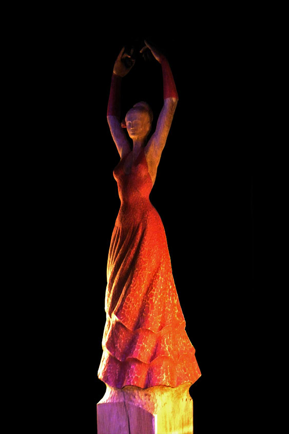 Carmen, 2009, Eichenholz/Acrylfarbe, Höhe ca. 60cm