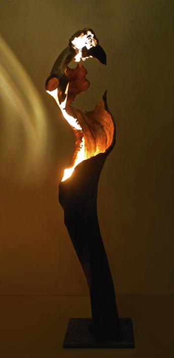 Twisty, 2014, Apfelholz/Stahlsockel/LED Lichtquelle, Höhe ca. 1,50 m