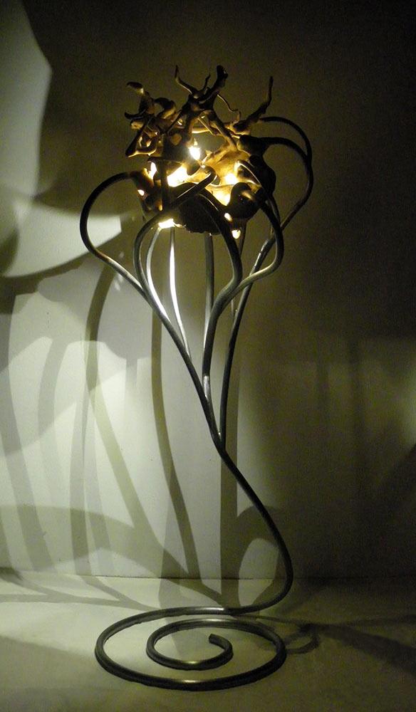 In Touch, 2015, Ilexwurzel/Stahl/LED Lichtquelle, Höhe ca. 1,50 m
