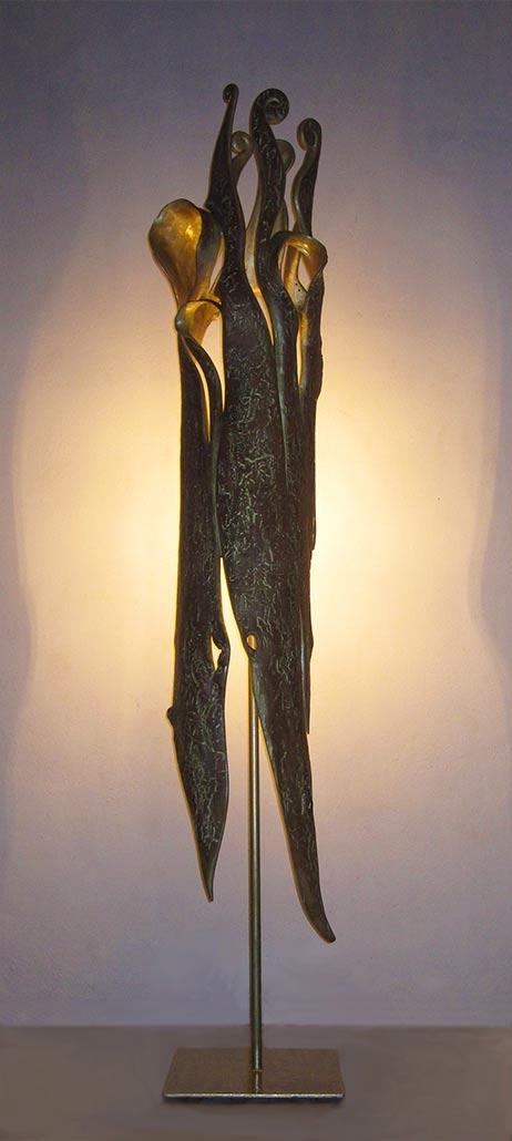 König, 2012, Apfelholz/Goldfarbe/Stahl/Glühbirne, Höhe ca. 1,90m